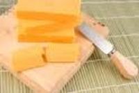 Cheddar_on_block_of_wood
